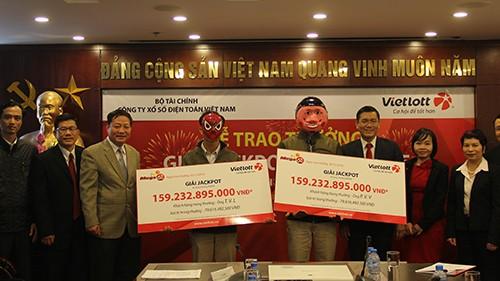 Hai người từ Bến Tre, Thái Bình chia giải độc đắc điện toán 159 tỷ