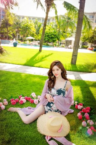 Kim Hee Jeong - Swimsuit - 181215