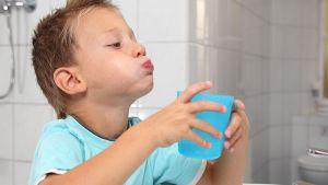 Изображение - Как быть с выпавшими молочными зубами выбросить, сохранить или отдать фее proxy?url=http%3A%2F%2Fdentazone.ru%2Fwp-content%2Fuploads%2F2017%2F08%2Fpoloskanie_rta