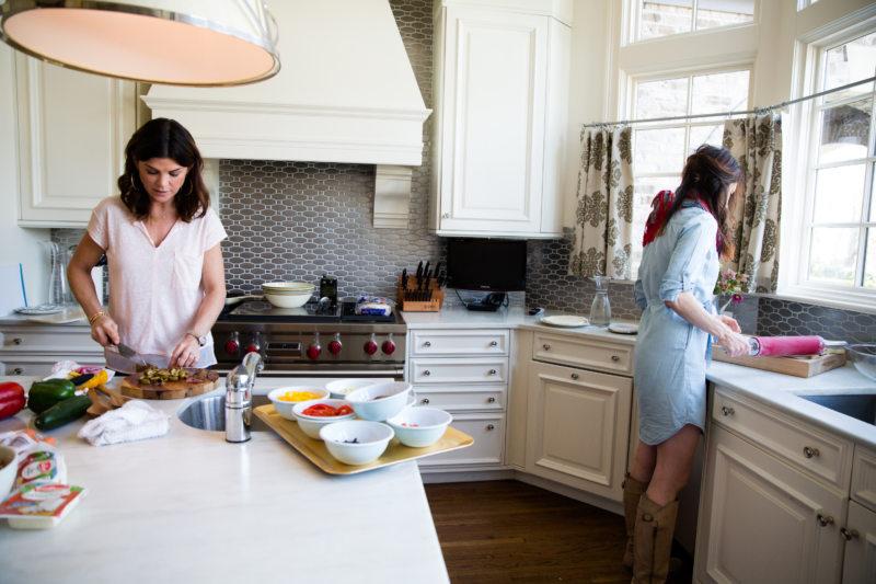 Изображение - Кухня в греческом стиле свобода и простор в каждом сантиметре proxy?url=http%3A%2F%2Fdizajninfo.ru%2Fwp-content%2Fuploads%2F2017%2F01%2FThe-kitchen-in-Greek-style1364