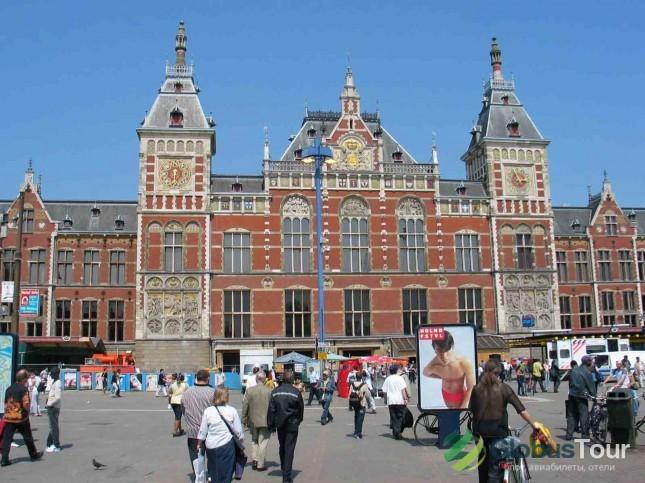 Изображение - Достопримечательности амстердама на карте proxy?url=http%3A%2F%2Fglobustour.net%2Fwp-content%2Fuploads%2Fimages%2F2012%2F07%2FStation-Amsterdam-Centraal1-645x483