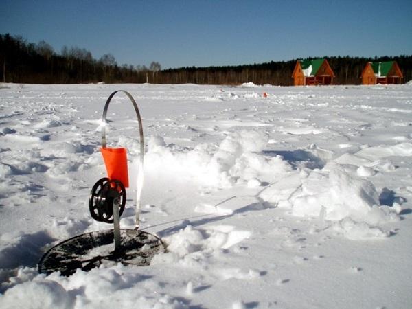 Закидывая леску - не делай всплеску, ловля на жерлицы зимой