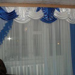 Изображение - Шторы с ламбрекенами фото разных интерьеров proxy?url=http%3A%2F%2Fmirshtory.ru%2Fwp-content%2Fuploads%2F2017%2F09%2FSHtoryi-s-lambrekenom-24-250x250