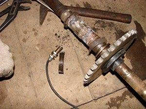 Изображение - Квадроцикл ремонт двигателя своими руками proxy?url=http%3A%2F%2Fmotoholder.ru%2Fwp-content%2Fuploads%2F2015%2F05%2FRemont-i-razborka-zadney-osi-na-kvadrotsikle-150ss.-4-300x225