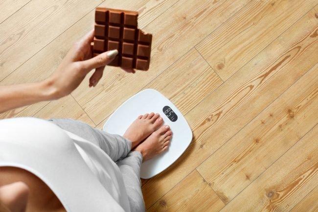 Изображение - Упражнения для похудения боков в домашних условиях для женщин proxy?url=https%3A%2F%2Favrorra.com%2Fwp-content%2Fuploads%2F2016%2F10%2FUprazhneniya-dlya-poxudeniya-bokov-v-domashnix-usloviyax_01-650x433