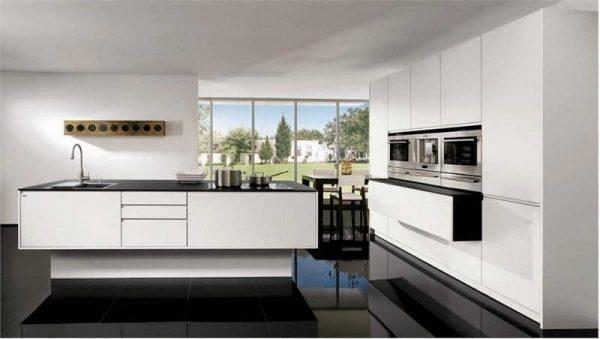 Изображение - Особенности и варианты дизайна белой кухни с черной столешницей proxy?url=https%3A%2F%2Fciscoexpo.ru%2Fwp-content%2Fuploads%2F2017%2F06%2Fbelaya-kuhnya-chernaya-stoleshniza-8-600x339