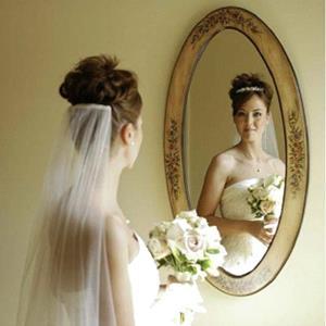 Изображение - К чему снится одевать свадебное платье proxy?url=https%3A%2F%2Ftolkovaniyasnov.ru%2Fwp-content%2Fuploads%2F2016%2F11%2F2040370302-otrazhenie-v-zerkale-v-plate-i-fate