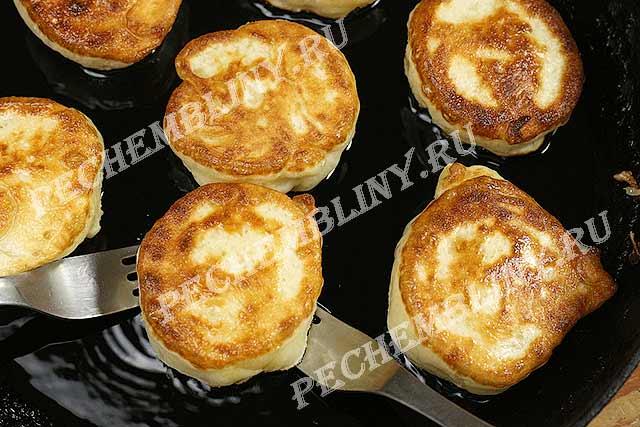 рецепт оладьев на кефире пышные с дрожжами